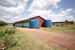 Zicht op de 2 gebouwen met elk 4 klaslokalen
