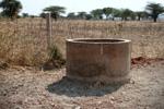 Één van de drie afgewerkte waterputten