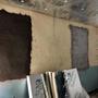 Les fenêtres du local solaire sont bouchées par de la maçonnerie et les murs sont isolés contre la chaleur.
