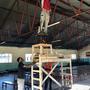 Câblage du nouvel éclairage LED dans le local réfectoire/polyvalent.