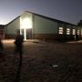 Nouvel éclairage LED extérieur du local réfectoire/polyvalent, à économie d'énergie.